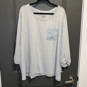 LB heather grey tee with sheer pocket. Size 26/28